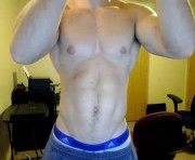 hotmuscles6t9's male webcam room