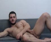 iambigballs19's male webcam room